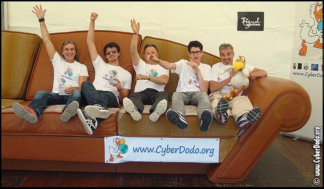 CyberDodo à la Fête de l'Espoir avec son canapé géant